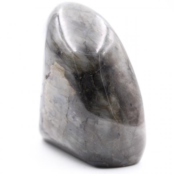 Pedra de labradorita com reflexos amarelos