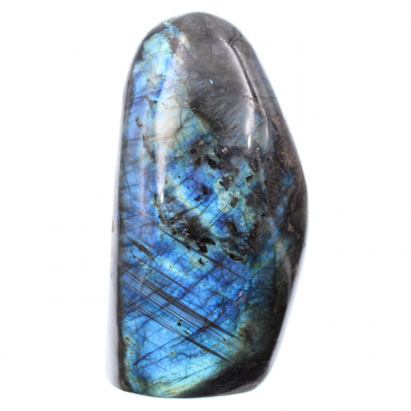 Pedra ornamental de labradorita com reflexos azuis