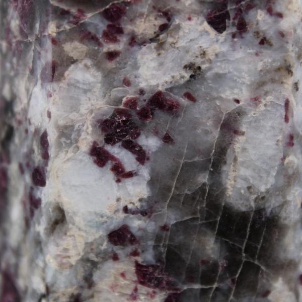 Prisma de pedra lepidolita